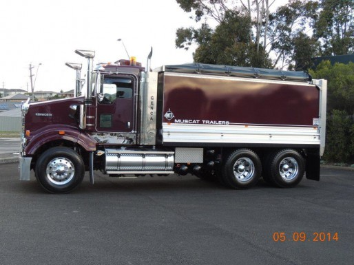 Truck and 3 Axle Dog Delivered to Genova Civil